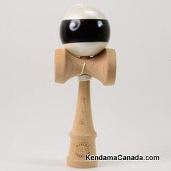 Kendama Canada – Kendama KCS – balle blanche métallique bande noire - White metallic ball with black Stripe - Perl with stripe