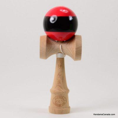 Kendama Canada – Kendama KCS – balle rouge à large bande noire - Stripe kendama