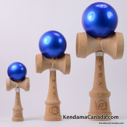 Kendama Canada – Kit de 3 kendamas – Kit Trio 3 formats de 3 kendama bleus métallisés – 3 different sizes metallic blue kendama kit